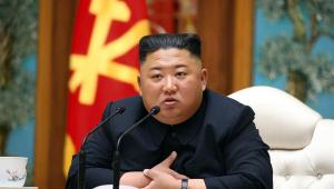 Coreia do Norte: Kim Jong-un reaparece em público para homenagear avô