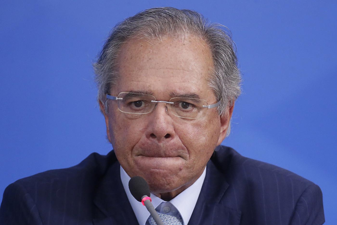 Ministro da Economia afirma que redução dos impostos para pessoas físicas e empresas será recomposta pela taxação de dividendos