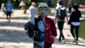 Quatro meses após quarentena, Reino Unido torna uso de máscaras obrigatório