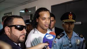 Justiça do Paraguai aceita fiança, e Ronaldinho vai para prisão domiciliar