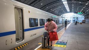 Primeiro trem sai da estação de Wuhan após 76 dias de quarentena total