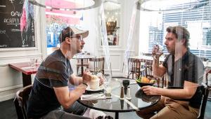 França libera reabertura de bares e restaurantes