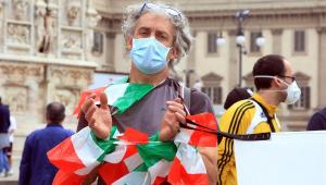 Itália tem 78 mortes diárias por Covid-19 e queda brusca de novos casos