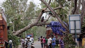 Ciclone Nisarga atinge costa oeste da Índia; população abandona casas
