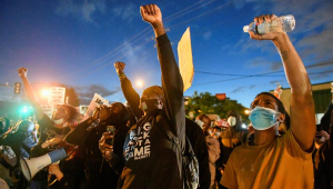 EUA: Protestos contra a morte de George Floyd se espalham por 30 cidades