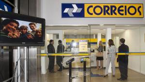 Bolsonaro entrega para a Câmara projeto que privatiza Correios