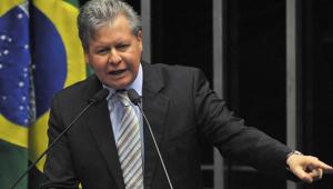 Xingado por Bolsonaro, Arthur Virgílio reage: 'Aquilo é reunião para se fazer no Bordel'