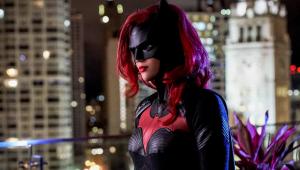 Ruby Rose denuncia abusos e negligências no set de filmagem de 'Batwoman'