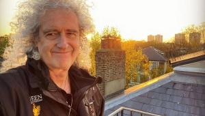 Brian May diz que ainda 'se rasteja' após queda e cirurgia no coração