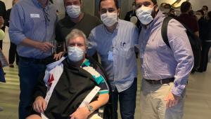 Ex-médico do Vasco recebe alta após 62 dias de internação por covid-19