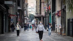 Um ano de Covid-19: Saiba o que mudou no enfrentamento da pandemia no Brasil