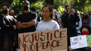 Prefeito de NY elogia protestos pacíficos e apoia polícia