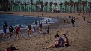 Blitz contra aglomeração em praia gera revolta na Bélgica