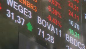 Ibovespa sobe acima dos 107 mil pontos e renova máxima desde fevereiro; Carrefour cai 5%