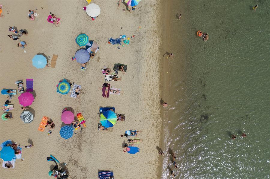 praia reabre na grécia, coronavírus