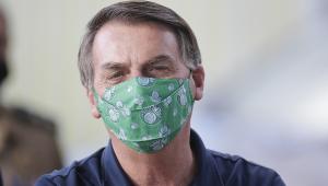 Jair Bolsonaro usou uma máscara do Palmeiras ao falar com apoiadores na frente do Palácio do Alvorada