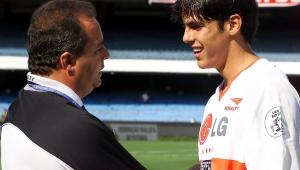 Kaká lamenta morte de Vadão: 'Me deu oportunidade para que eu pudesse voar'