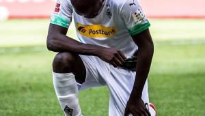 Thuram brilha em goleada do Mönchengladbach e protesta contra morte de Floyd