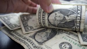 Dólar sobe antes de feriado nos EUA e fecha a R$ 5,34