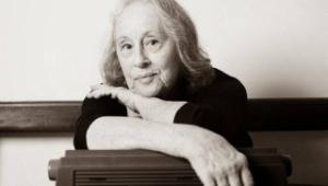 Morre a poeta Olga Savary, aos 86 anos, por covid-19