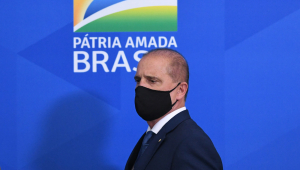 Ministro Onyx Lorenzoni de máscara
