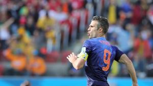 Van Persie revela ter levado tapa na cara de Van Gaal na Copa de 2014: 'Fiquei em choque'