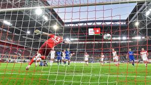 Schalke 04 sofre terceira derrota após retorno do Campeonato Alemão