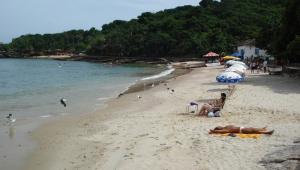 Justiça determina que turistas deixem a cidade de Búzios, no RJ, até o próximo domingo