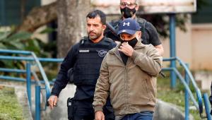 Fabrício Queiroz deixa a cadeia e cumprirá prisão domiciliar
