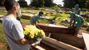 Brasil bate novo recorde e registra 1.349 mortes por covid-19 em 24 horas