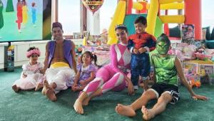 Cristiano Ronaldo se fantasia de Aladdin em festa de aniversário dos filhos