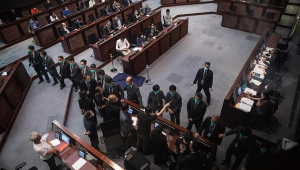 Hong Kong aprova prisão para quem desrespeitar hino da China