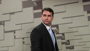 Flávio Bolsonaro avisa que não vai à acareação com Marinho