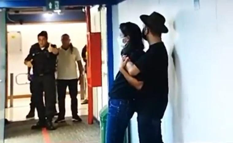 Homem invade a sede da Globo portando uma faca e faz repórter refém – Jovem Pan