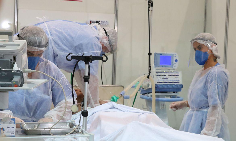 Desde o início da pandemia, o Brasil acumula 15.184.790 casos confirmados e 422.340 mortes por Covid-19