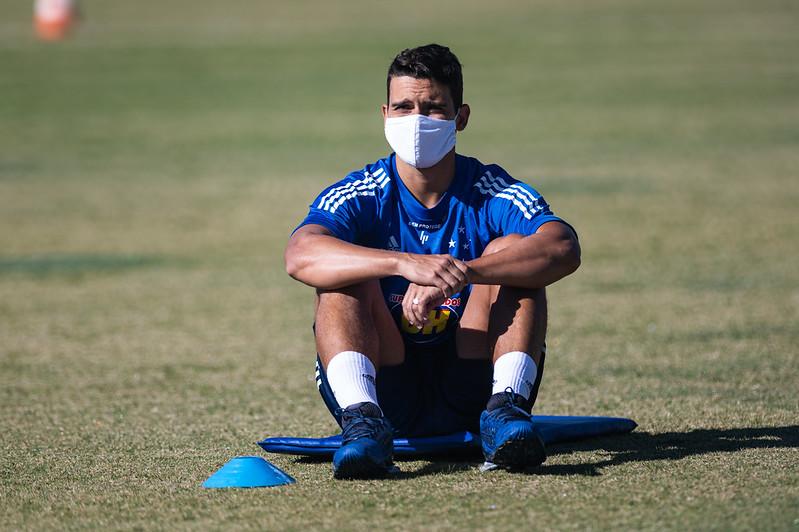 Jean, volante do Cruzeiro, é o quarto caso de Covid-19 no futebol mineiro