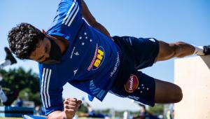 Léo é o terceiro jogador do Cruzeiro a testar positivo para Covid-19