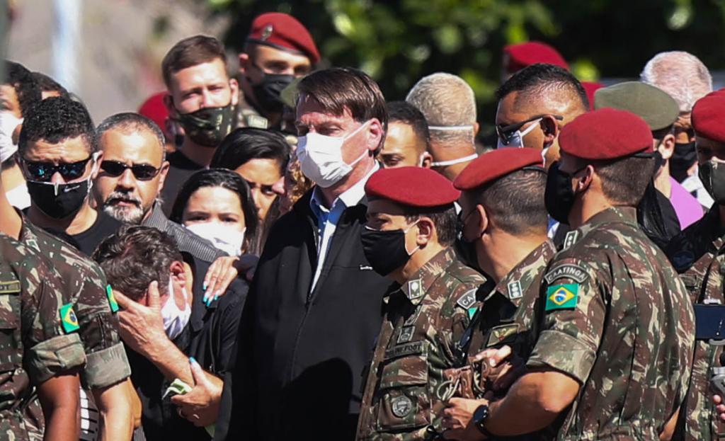 Em velório, Bolsonaro diz que missão das Forças Armadas é defender a  democracia | Jovem Pan