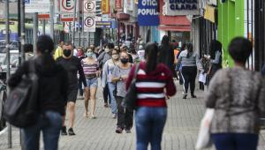 Pessoas andando nas ruas