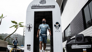 Santos instala cabine de descontaminação na entrada do CT Rei Pelé