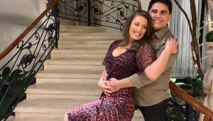 Cesar Filho se declara à esposa: 'Sou apaixonado e morro de tesão por ela'