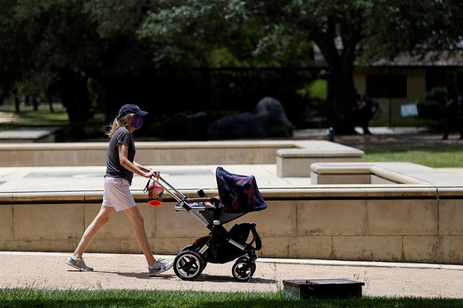 Por causa do pico da Covid-19, Ministério da Saúde recomenda adiar gravidez – Jovem Pan