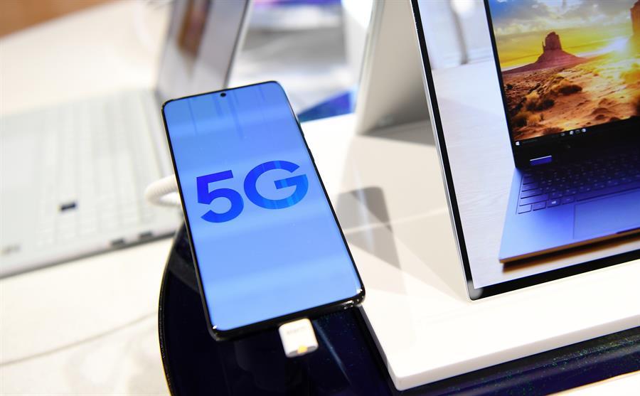 Celular apresenta na tela imagem do 5G