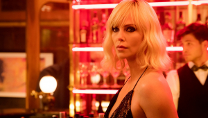 Sequência de 'Atômica' está sendo produzida pela Netflix, revela Charlize Theron