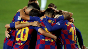 Barcelona vence, cola no líder Real Madrid e rebaixa Espanyol