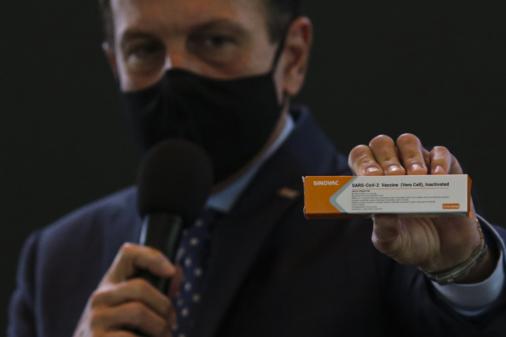 Secretário de Saúde de SP reforça afirmação de Doria e fala em vacinação já no fim de 2020