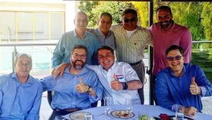 Bolsonaro, filho e ministros comemoram independência dos EUA