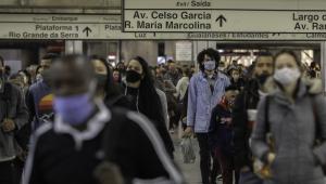 Crítica ao poder público no combate à Covid-19 é aceitável, mas dúvida sobre a eficácia da máscara é burrice