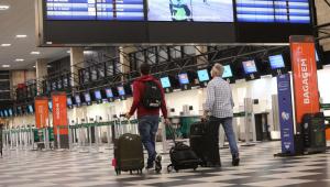 Com retomada das atividades, aeroportos e companhias adotam protocolos sanitários