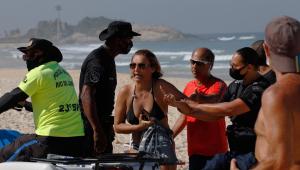 Blitz da prefeitura retira banhistas de praias no Rio